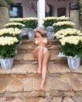 デミ・ローズ「まるでギリシア神話の女神…」バラの花束にまさる美ボディ【画像2枚】の画像001