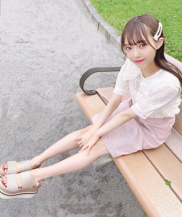 ≠ME落合希来里「美脚がまぶしい…!」可愛すぎなスカート姿を披露【写真2枚】の画像