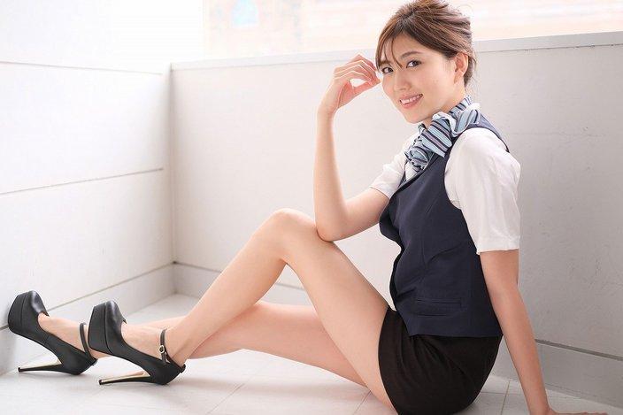 岩崎名美「母は私に芸能界じゃなくて看護師かCAになってほしいと考えていて。今回のDVDでCAのチャプターを作ってもらったんです」【独占告白12/12】【画像20枚】の画像
