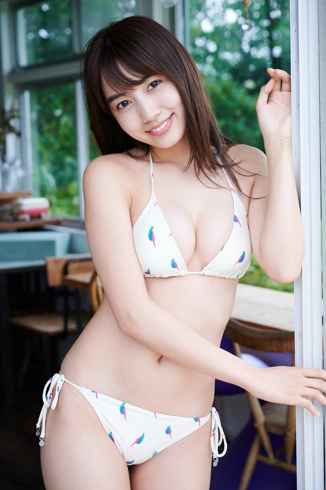 黒木ひかりが『漫画アクション』の表紙巻頭グラビアに登場!【写真13枚】の画像003