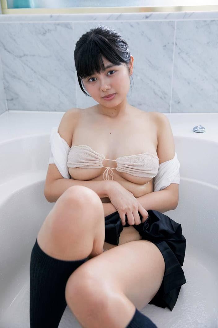 3位 蒼山みこと「熊本からきた純朴少女」のムッチムチボディ【写真10枚】