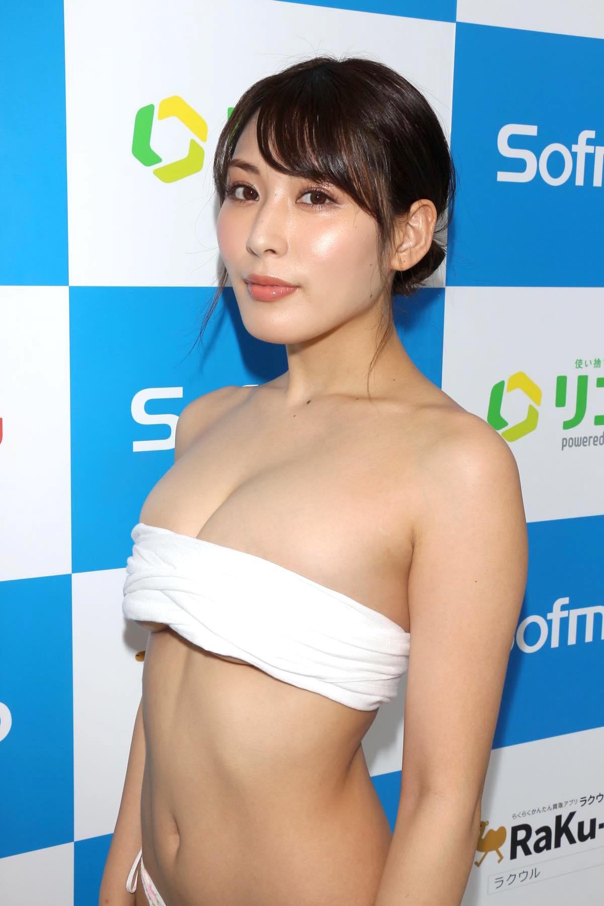 金子智美の水着ビキニ画像17
