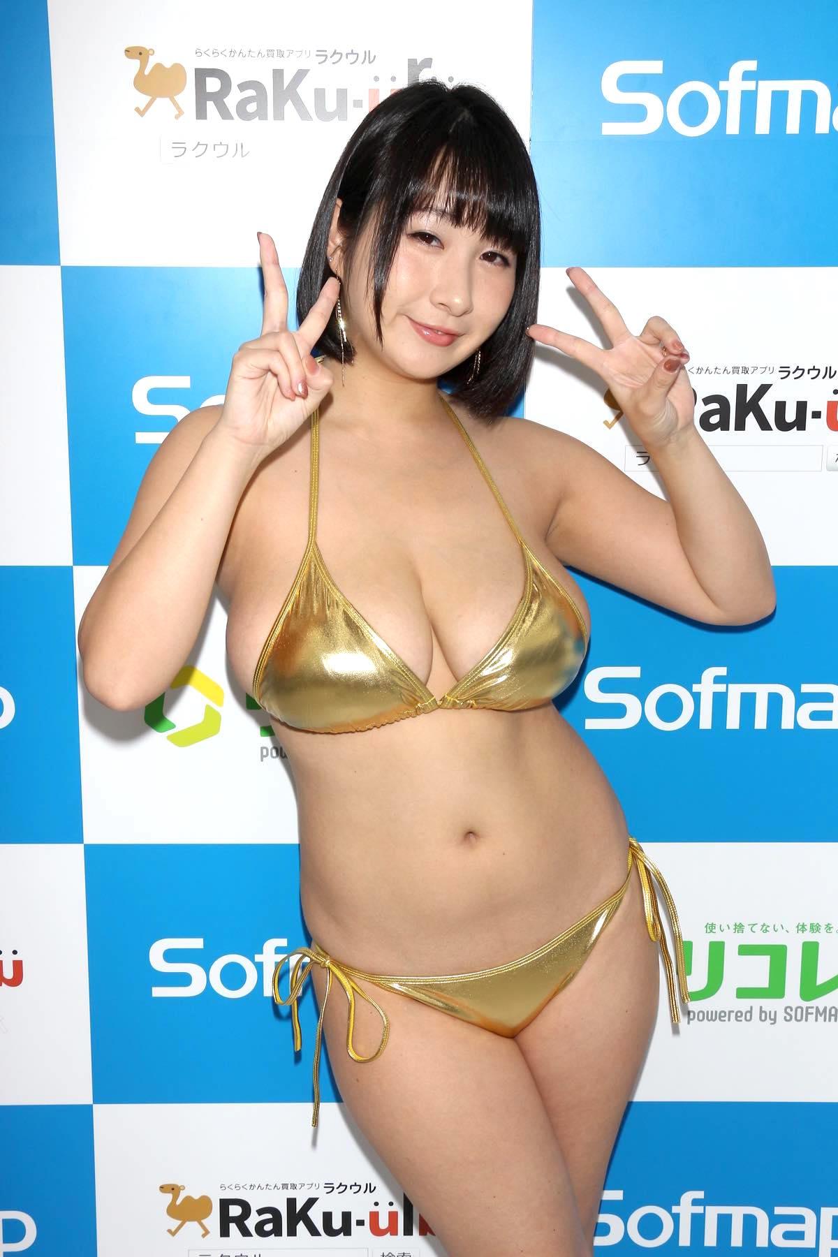 桐山瑠衣の水着画像15