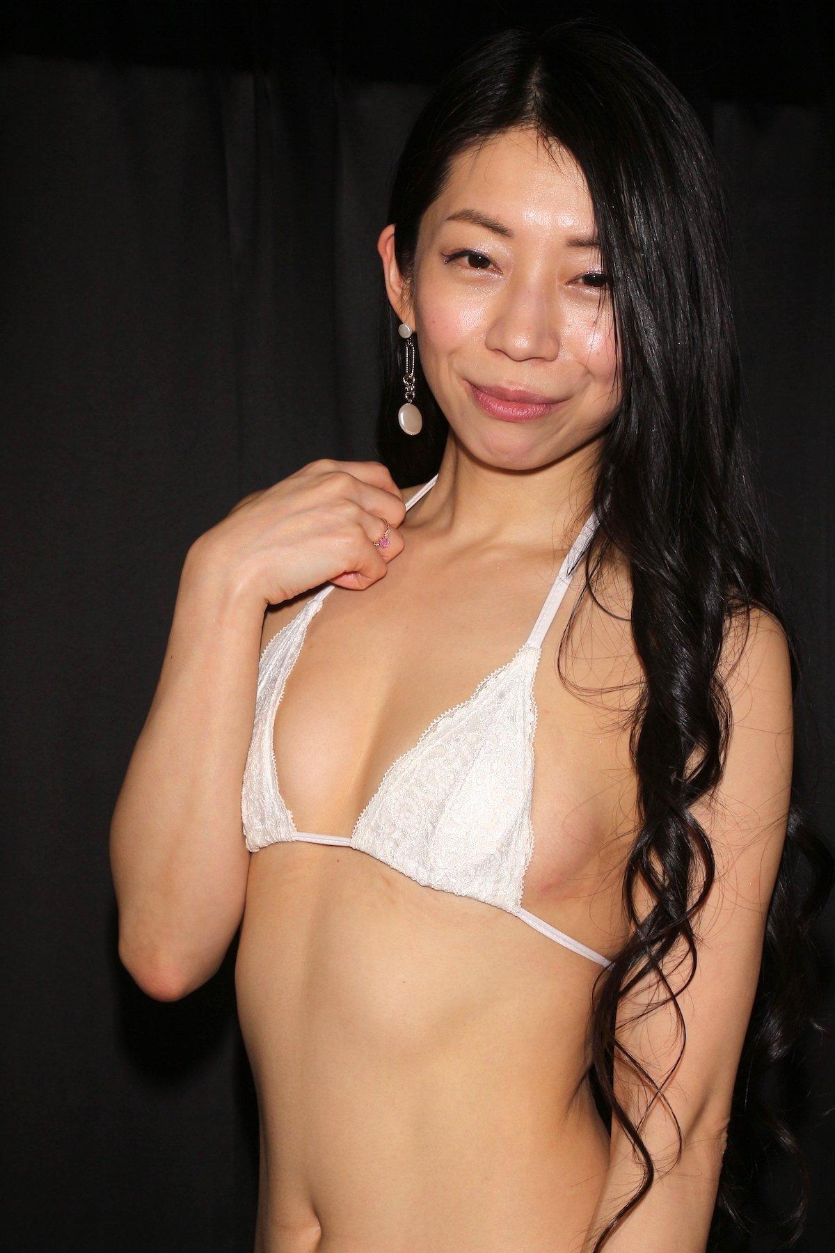 岩崎真奈「ベンチの縁にこすったり」私史上最高にセクシー【画像50枚】の画像026
