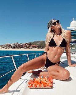 デヴォン・ウィンザー「世界基準の美スタイル!」ビキニ姿で海を楽しむ【画像4枚】の画像