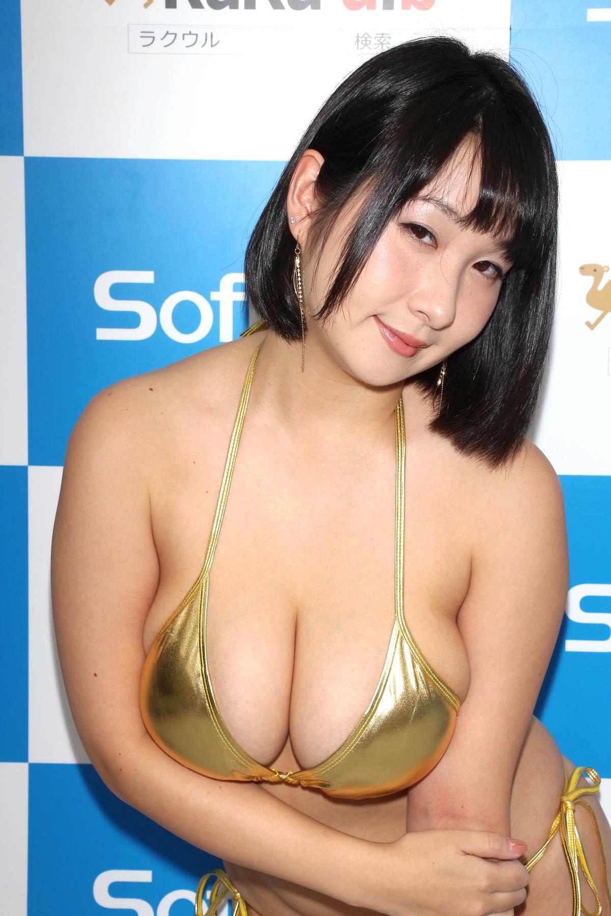 桐山瑠衣の水着画像20