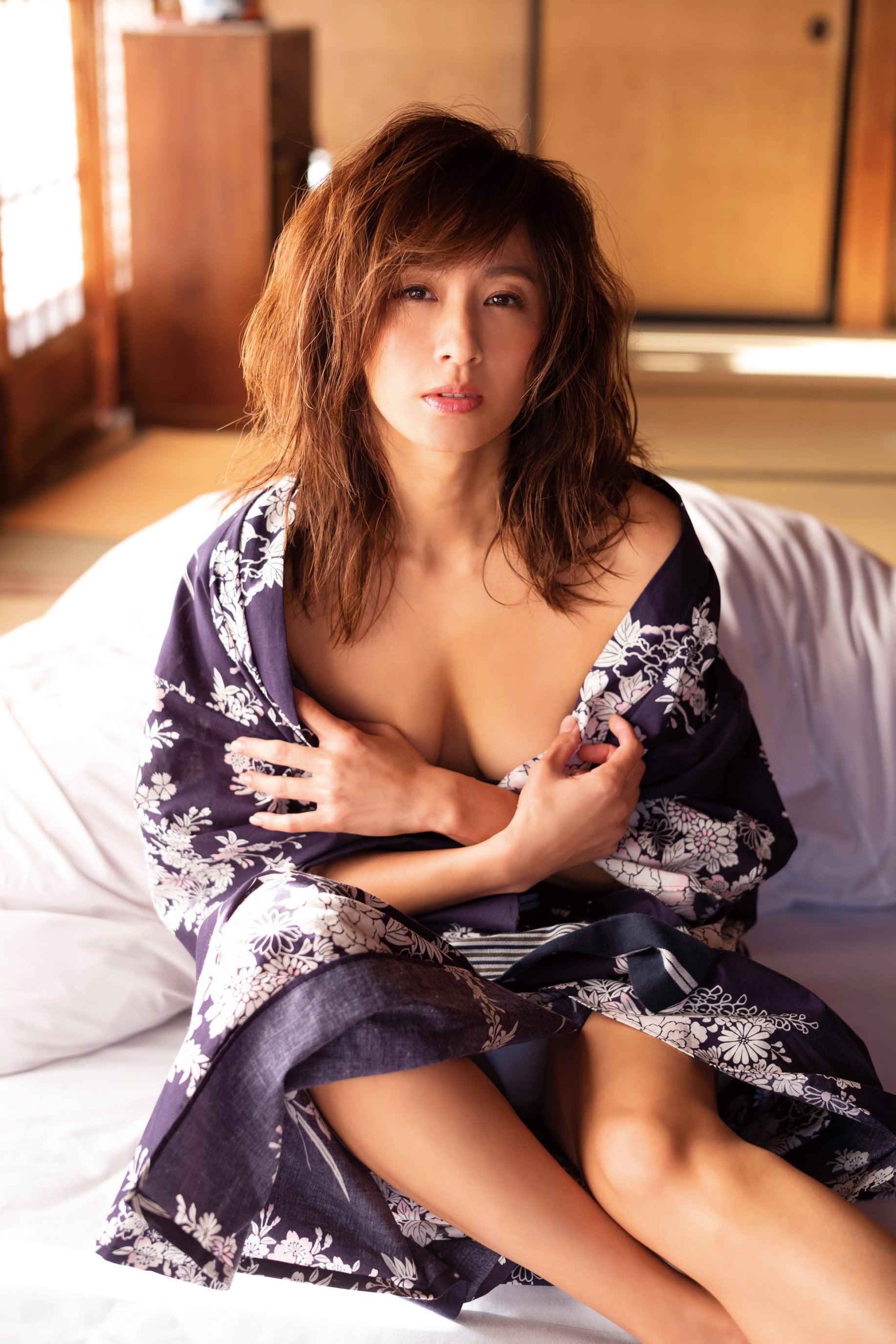 遠野舞子「伝説の美女」40代の復帰グラビアが凄い!【写真7枚】の画像005