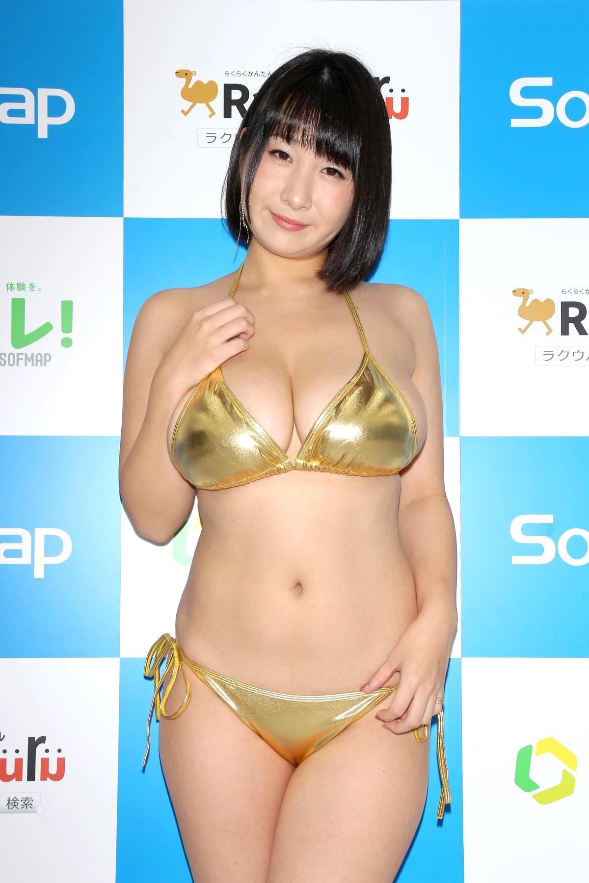 桐山瑠衣の水着画像4