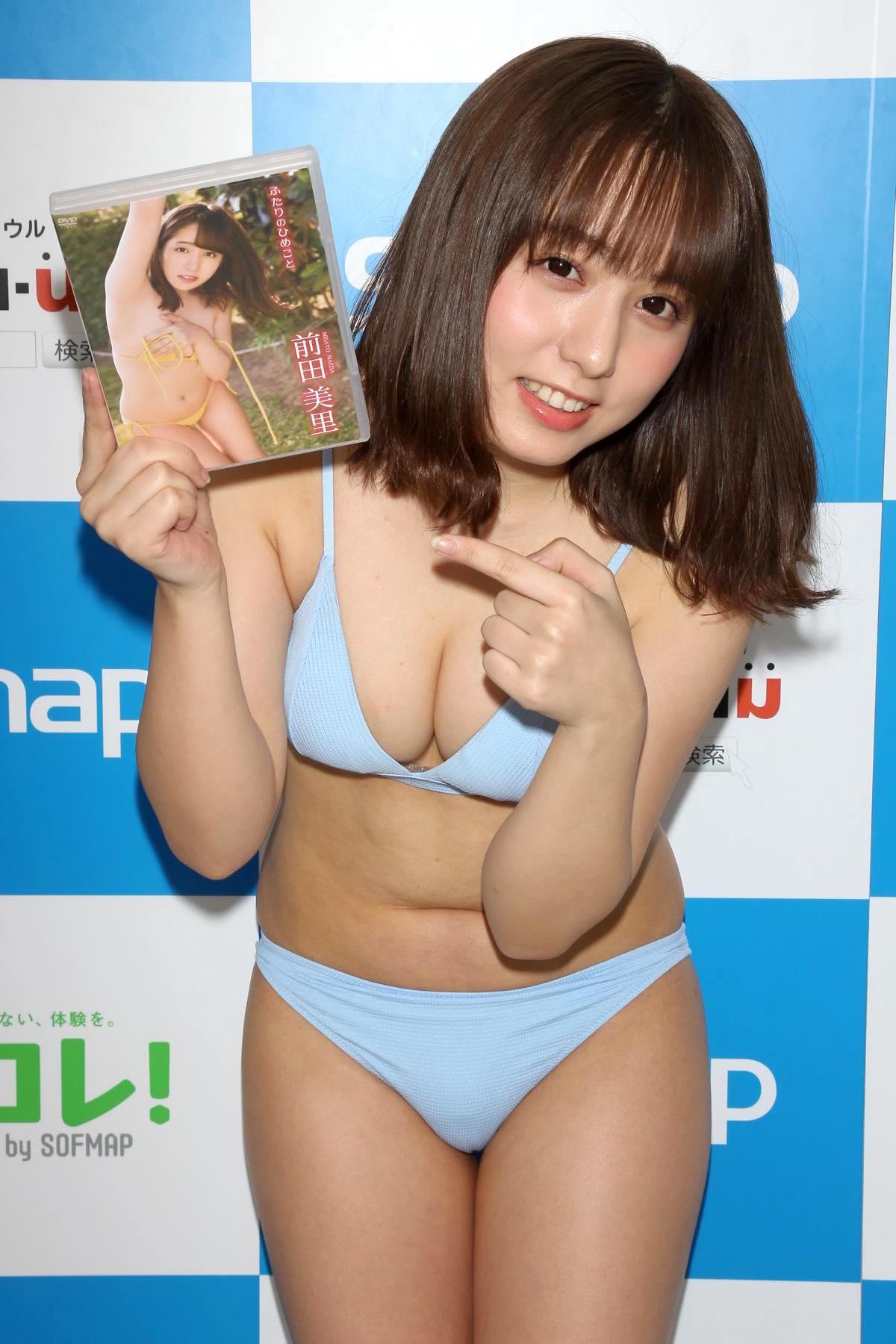 前田美里「胸元ガッツリ開いた競泳水着」に挑戦して、緊張!【写真44枚】の画像042