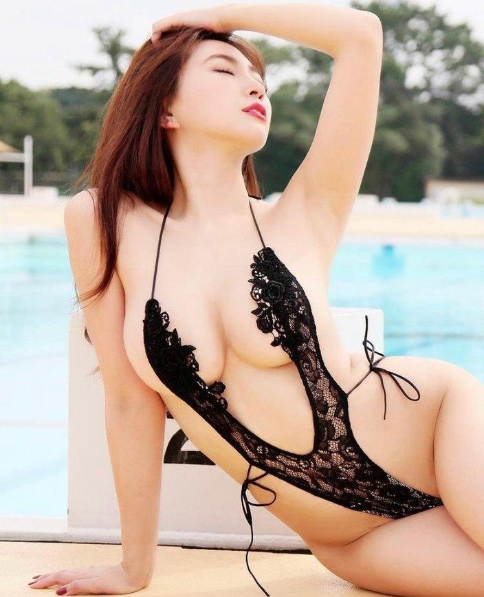 グラビア女王・森咲智美「攻めすぎV字ハイレグで感じて…」峰不二子級の悩殺ボディの画像