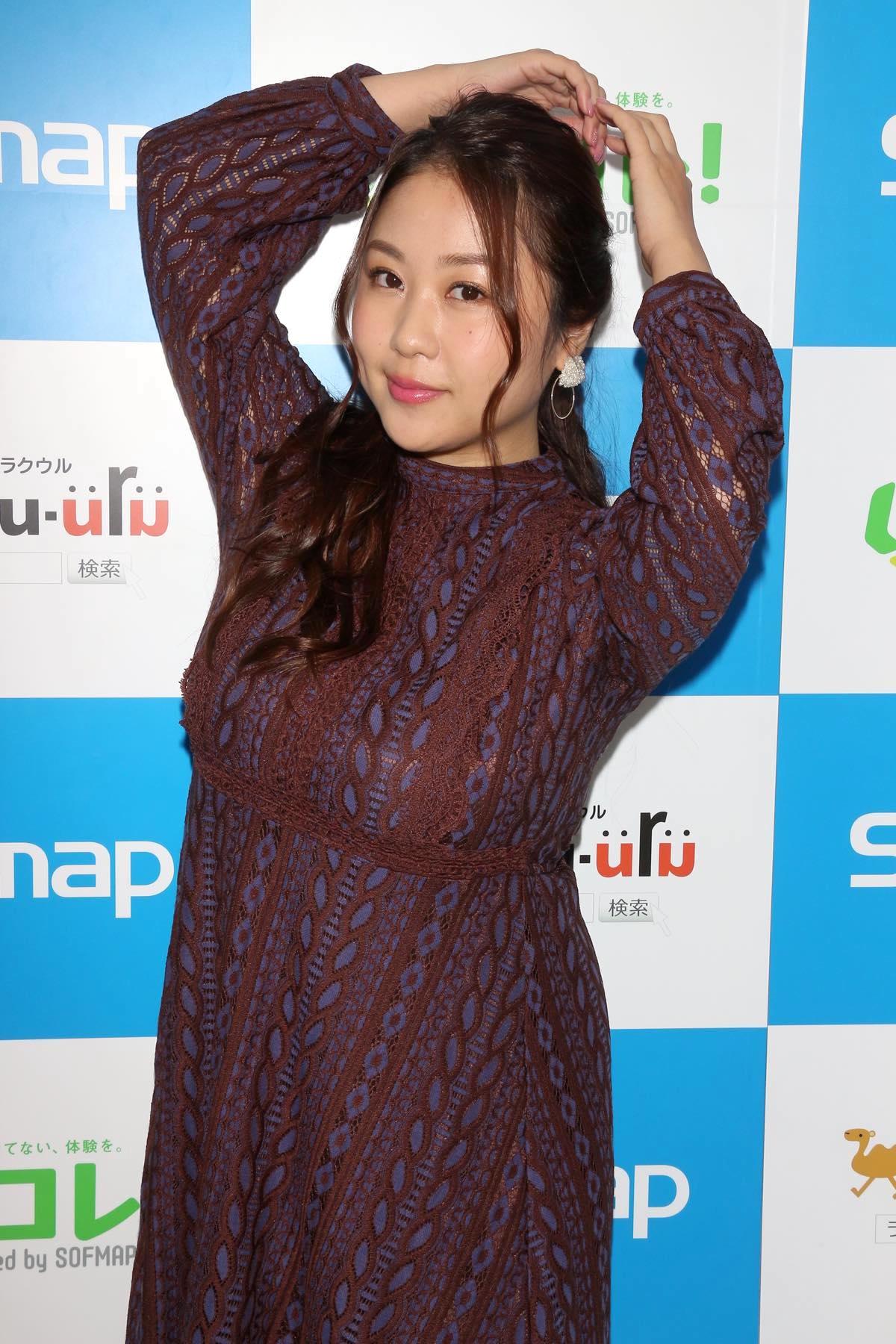 西田麻衣「きわどい水着が多かった」44枚目のDVDでも攻めまくり!【写真37枚】の画像016