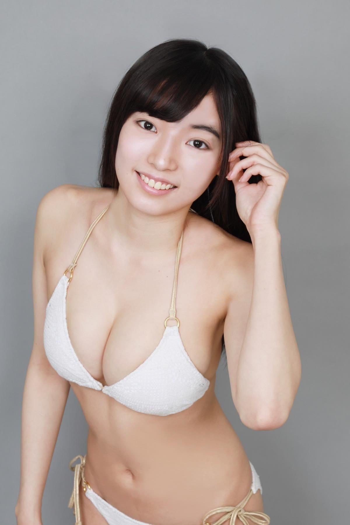 桜田愛音のグラビア水着ビキニ画像0040