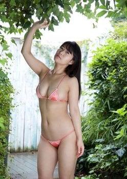 西村禮「ムチエロな全身ショット」布地が小さすぎる…!【画像2枚】の画像