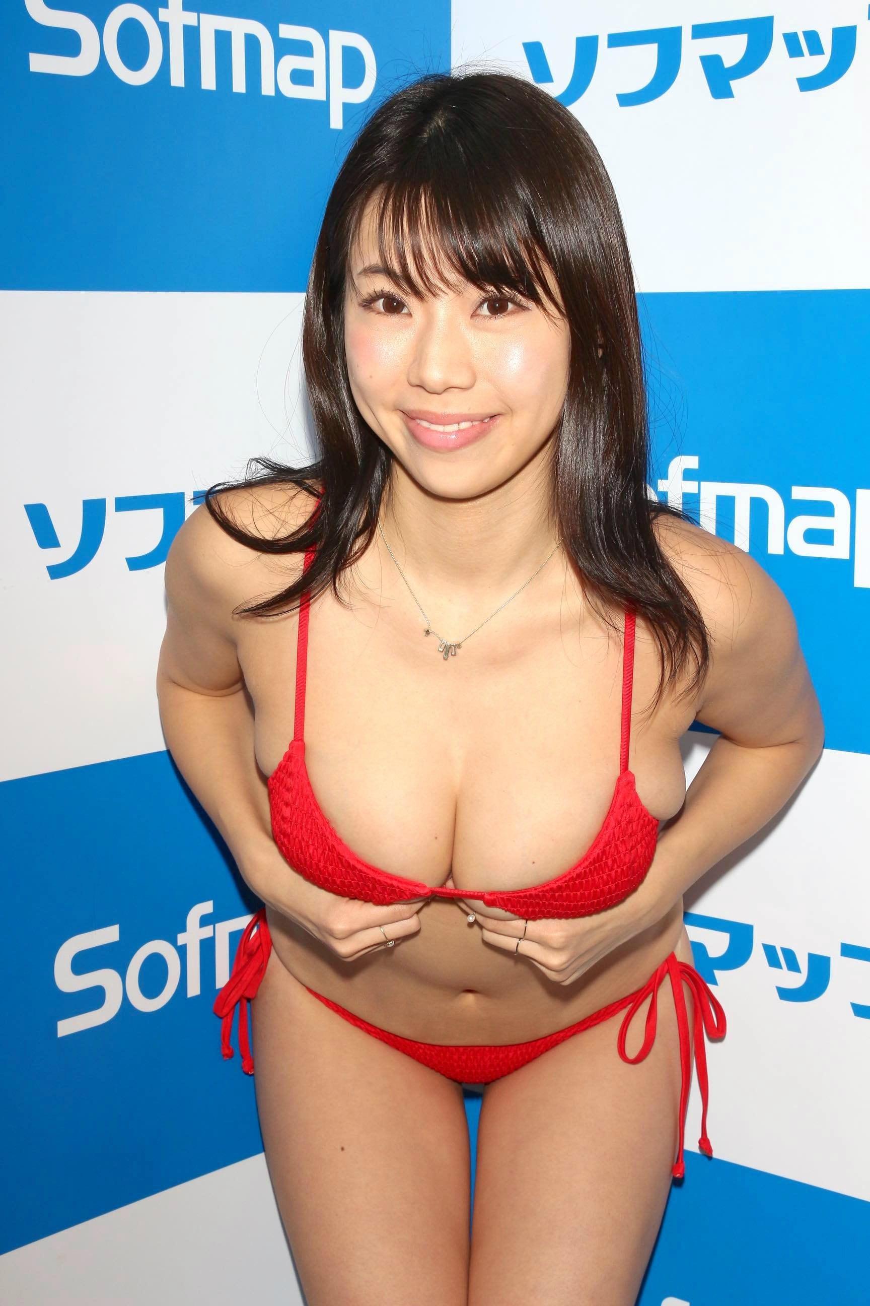 鈴木ふみ奈「待望のビキニ姿」2年半ぶりのDVDを発売!【写真23枚】の画像016