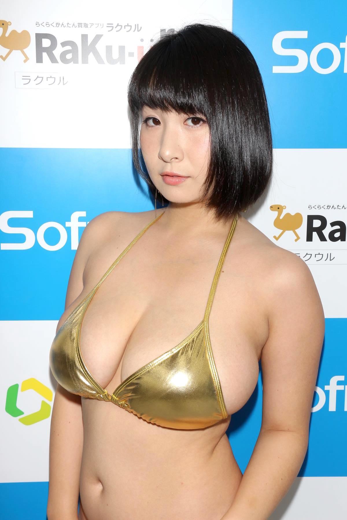 桐山瑠衣の水着画像14