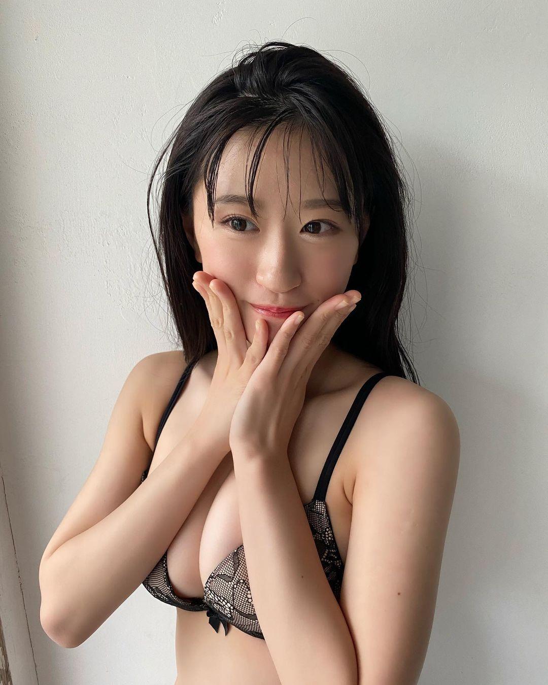 "NMB48上西怜「""大人れーちゃん""が美バストを…」『漫画アクション』のグラビアオフショットにファン歓喜【画像2枚】の画像002"