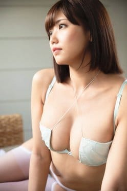 篠原冴美「パンツ見てね」眼帯ビキニもセクシーすぎる!【画像2枚】の画像