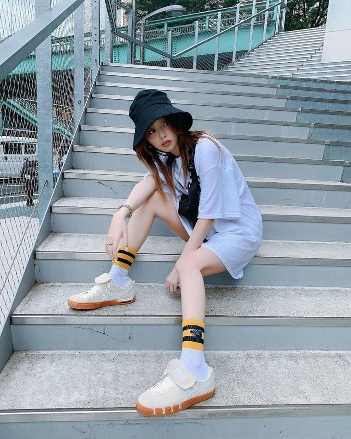元乃木坂46川村真洋「スリムすぎる美脚!」新しいスケートボードシューズでご満悦【写真4枚】の画像