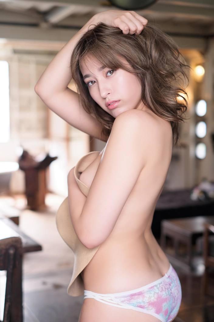 3位の平田梨奈をおさえて、2か月連続トップの快挙は誰!?「水着グラビア」9月の人気記事ランキングの画像008