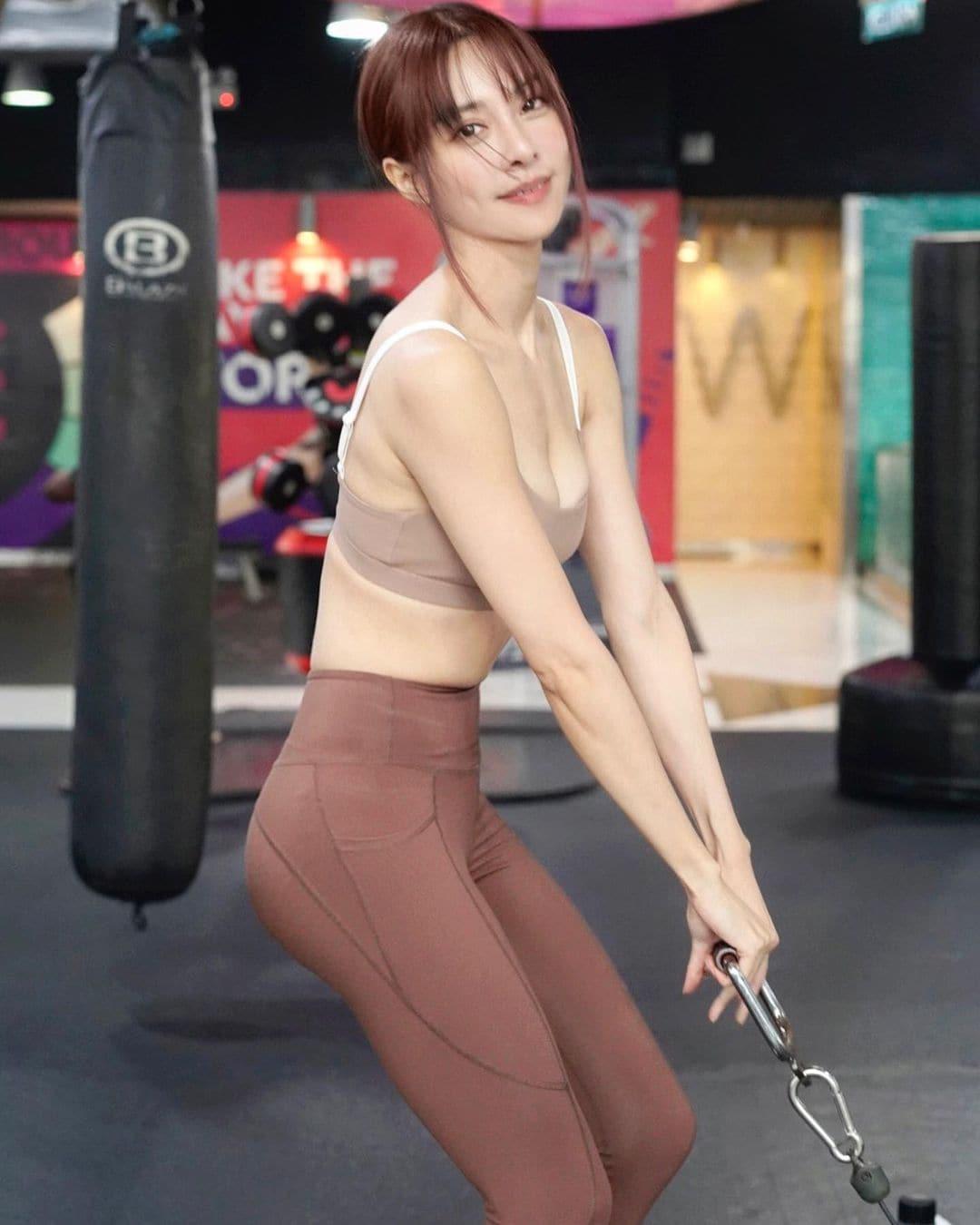 キャスリン・リー「セクシーすぎるトレーニング!」露出度高いウェアスタイルを大量投下【画像8枚】の画像003