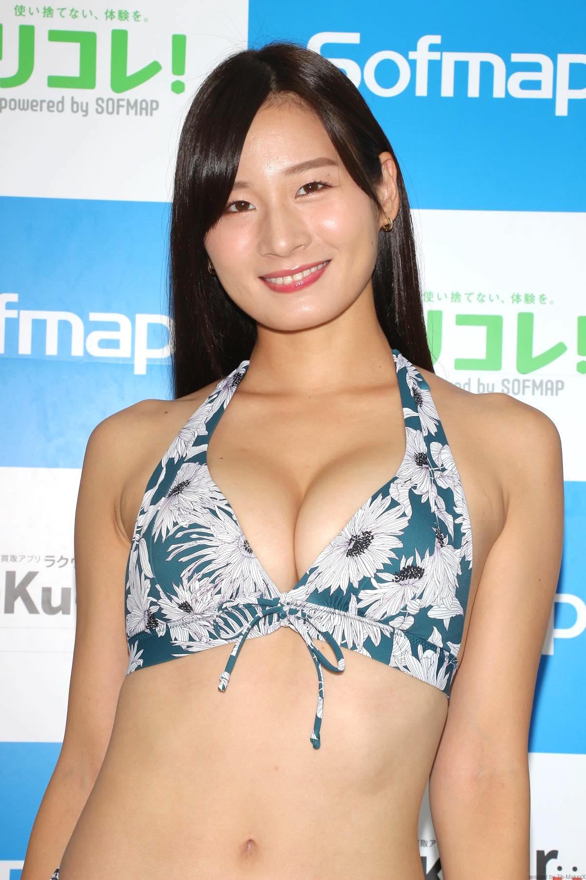 清瀬汐希「オフィスでY字の水着」露出度高くて恥ずかしい【画像48枚】の画像017