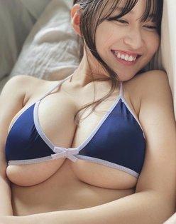 """""""童顔Hカップ""""未梨一花「圧が強い下乳を接写」夢が詰まった贅沢ショット!の画像"""
