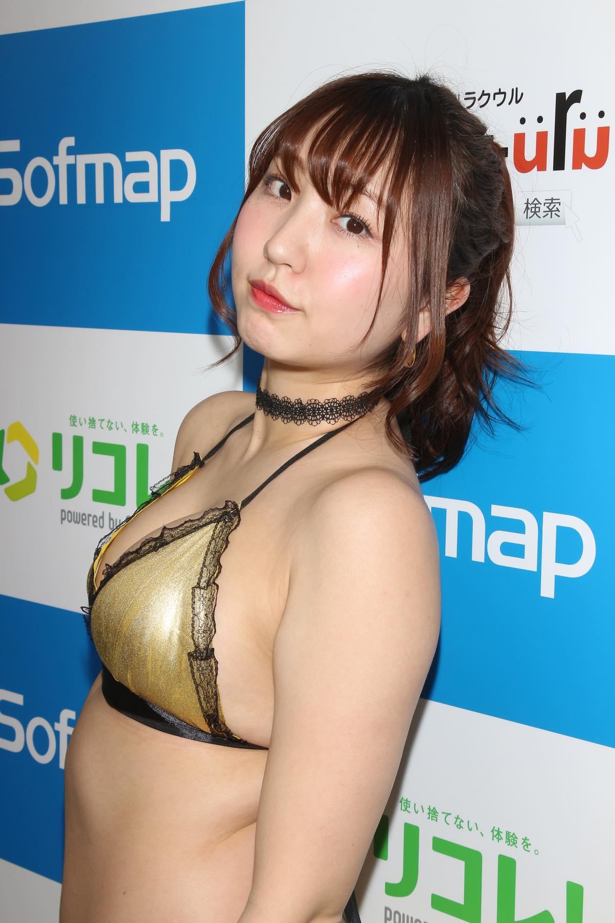 椎名香奈江のグラビア水着ビキニ画像015