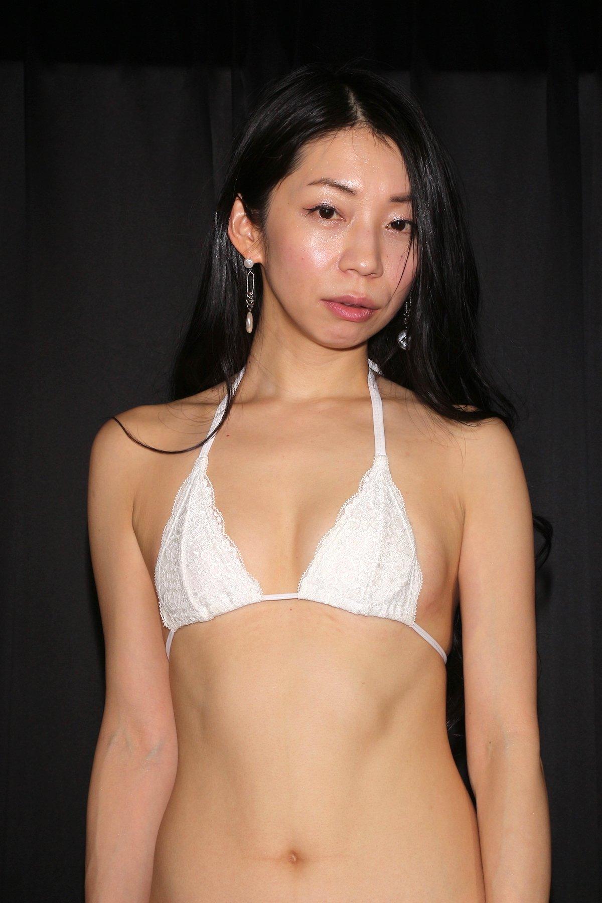 岩崎真奈「ベンチの縁にこすったり」私史上最高にセクシー【画像50枚】の画像012
