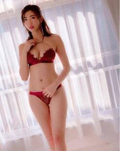 松嶋えいみの「勝負下着」は、セクシーなワインレッドだった!?の画像