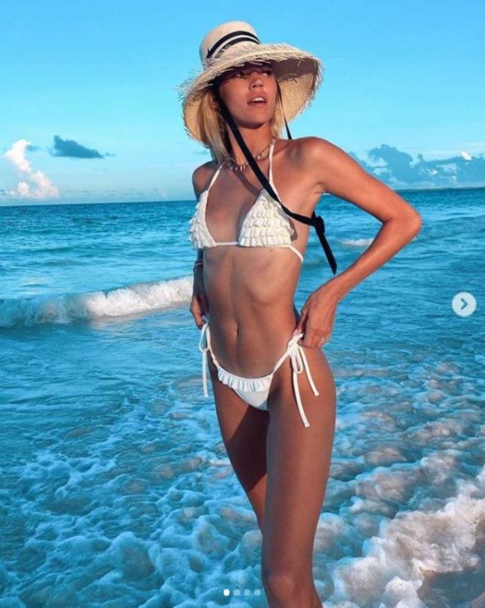 デボン・ウィンザー「世界レベルの美スタイル!」浜辺で紐ビキニを披露【写真4枚】の画像