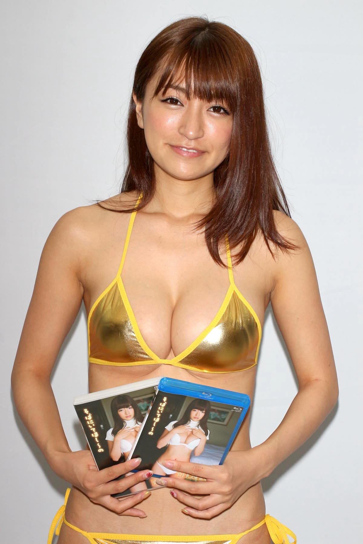 ☆HOSHINO「色気がダダ漏れ」衝撃的セクシーさで攻める!【写真25枚】の画像021