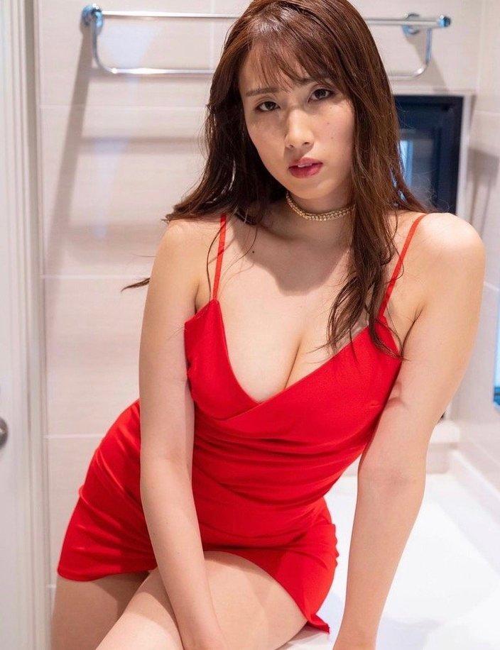 """""""長身G乳""""爽香「令和のボディコン娘」真っ赤なドレスで魅了の画像"""