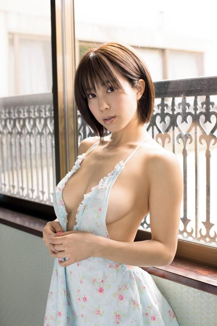 3位の平田梨奈をおさえて、2か月連続トップの快挙は誰!?「水着グラビア」9月の人気記事ランキングの画像003