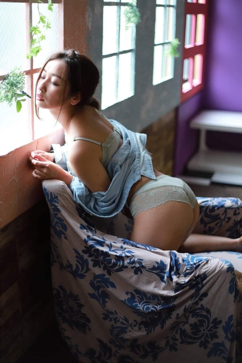 姉系グラドル・西島ミライ「下着姿で悶絶!」透け尻も色っぽい【画像2枚】の画像002
