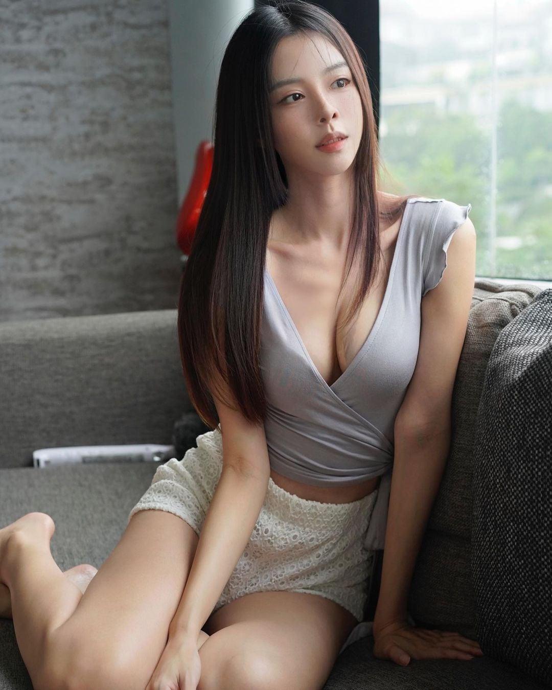 """""""マレーシアの美ボディセレブ""""キャスリン・リー「柔らかそうな美バスト」朝早くからセクシーに…【画像2枚】の画像001"""