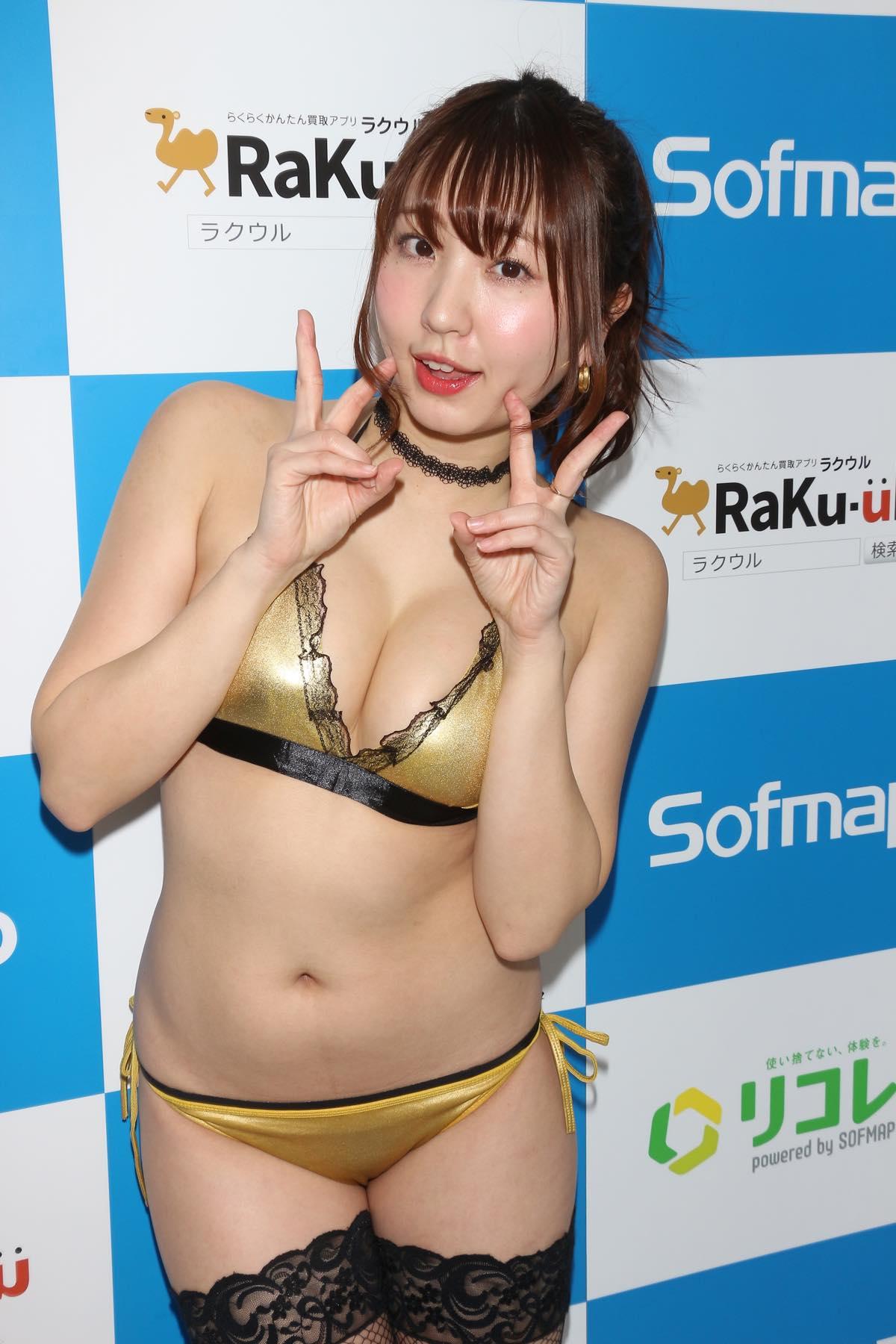 椎名香奈江のグラビア水着ビキニ画像017