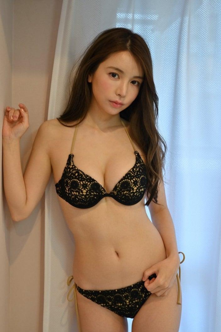 仲村美海「妖艶なクールビューティ」ビキニが映える絶品ボディの画像