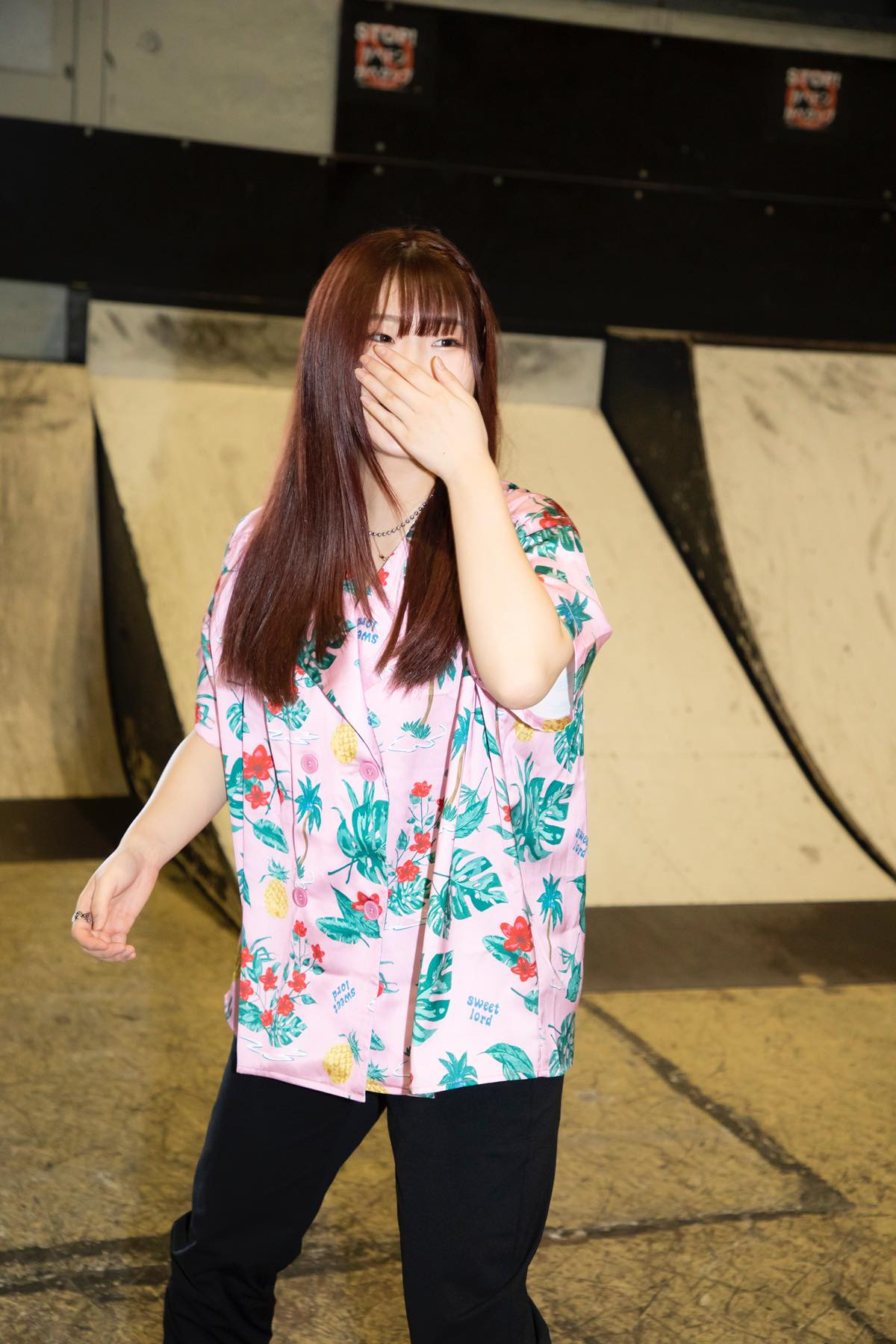 米田みいな「初めてのインラインスケートでなぜかにゃんこスターのモノマネ!?」【写真37枚】【連載】ラストアイドルのすっぴん!vol.21の画像014