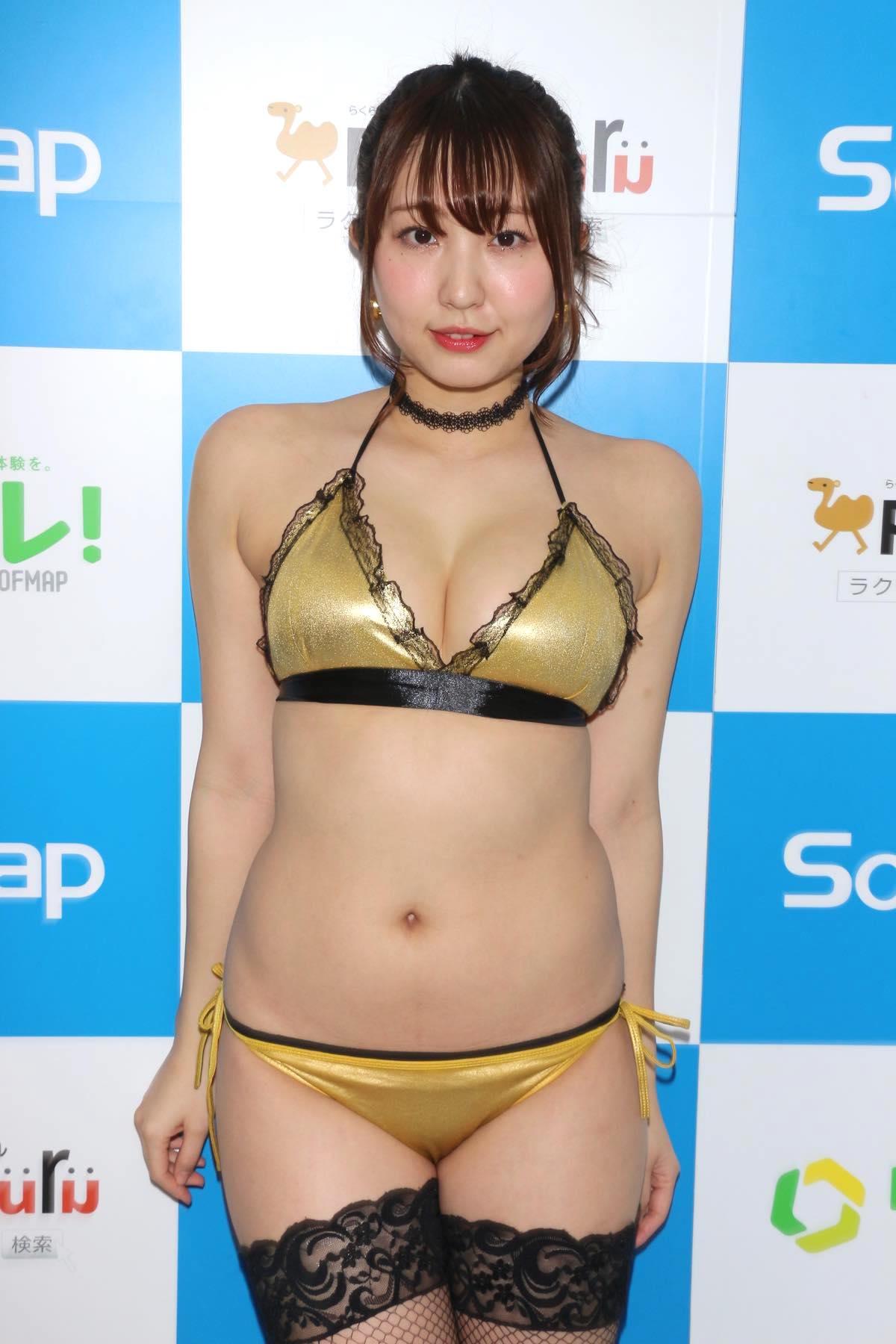 椎名香奈江のグラビア水着ビキニ画像001
