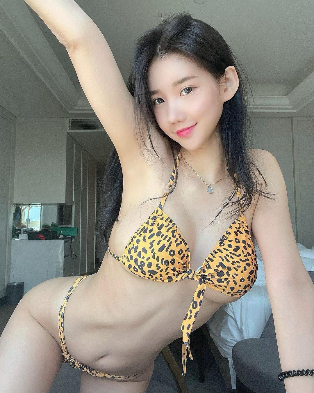 DJミユ「えっちいヒョウ柄ビキニ」胸元のヒモが解けそうに…?【画像2枚】の画像002
