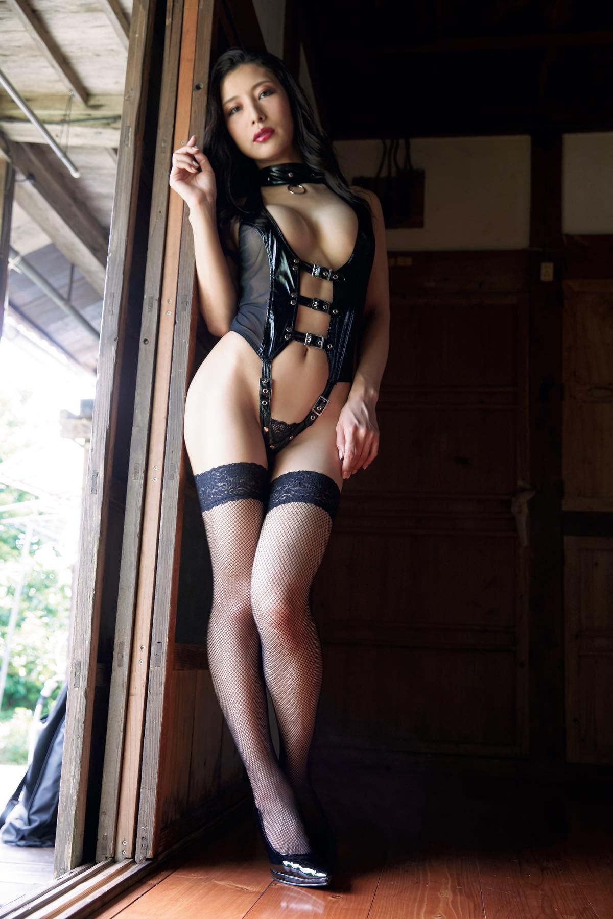 青山千夏「国民的愛人ボディ」から色気がダダ漏れ……【写真9枚】の画像004