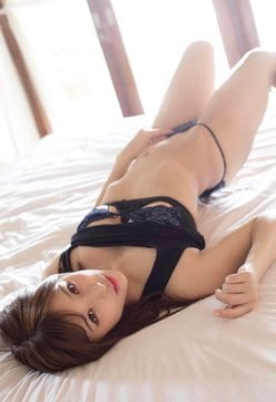 """""""あざカワ娘""""夏本あさみ「エッチなしなやかウエスト」ベッドで腰を浮かせて…の画像"""