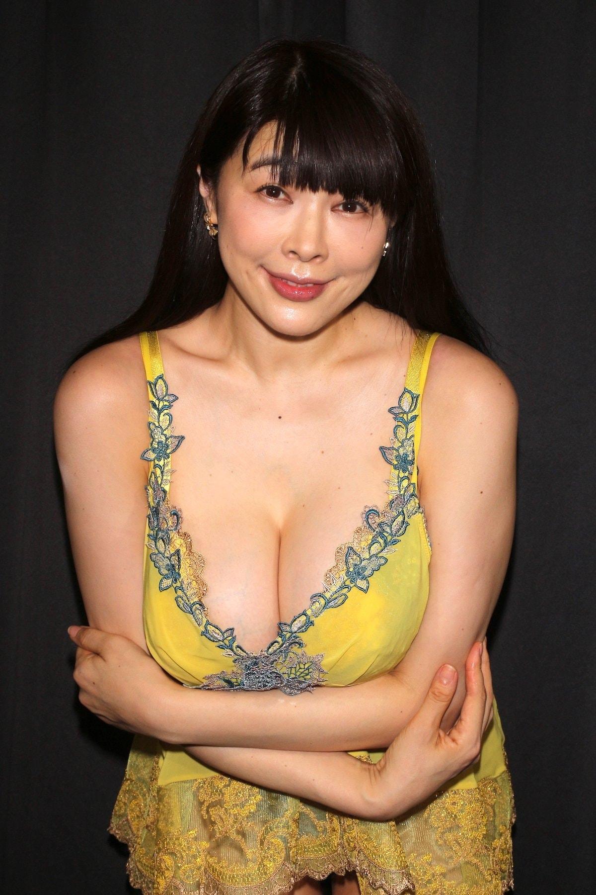 松坂南「襦袢を着崩してMっぽい雰囲気に」和風セクシーに挑戦【画像46枚】の画像046