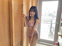 NMB48横野すみれ「紫すーちゃんの美スタイル&ビキニ」グラビア撮影のオフショットにファン歓喜の画像
