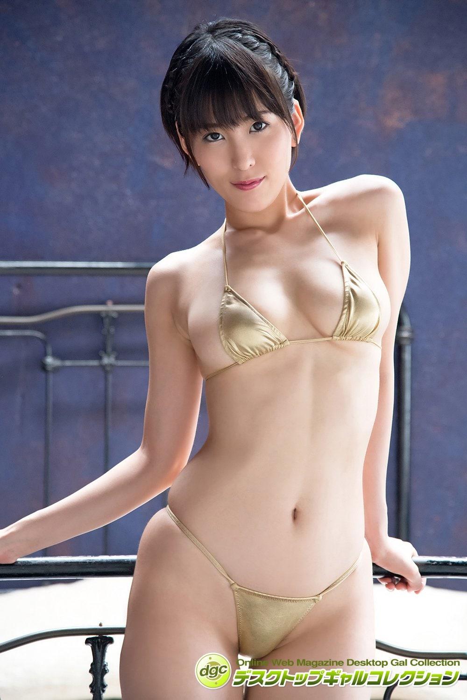 朝比奈祐未「極小ビキニ」で締まった肉体美をお披露目!【写真5枚】の画像001