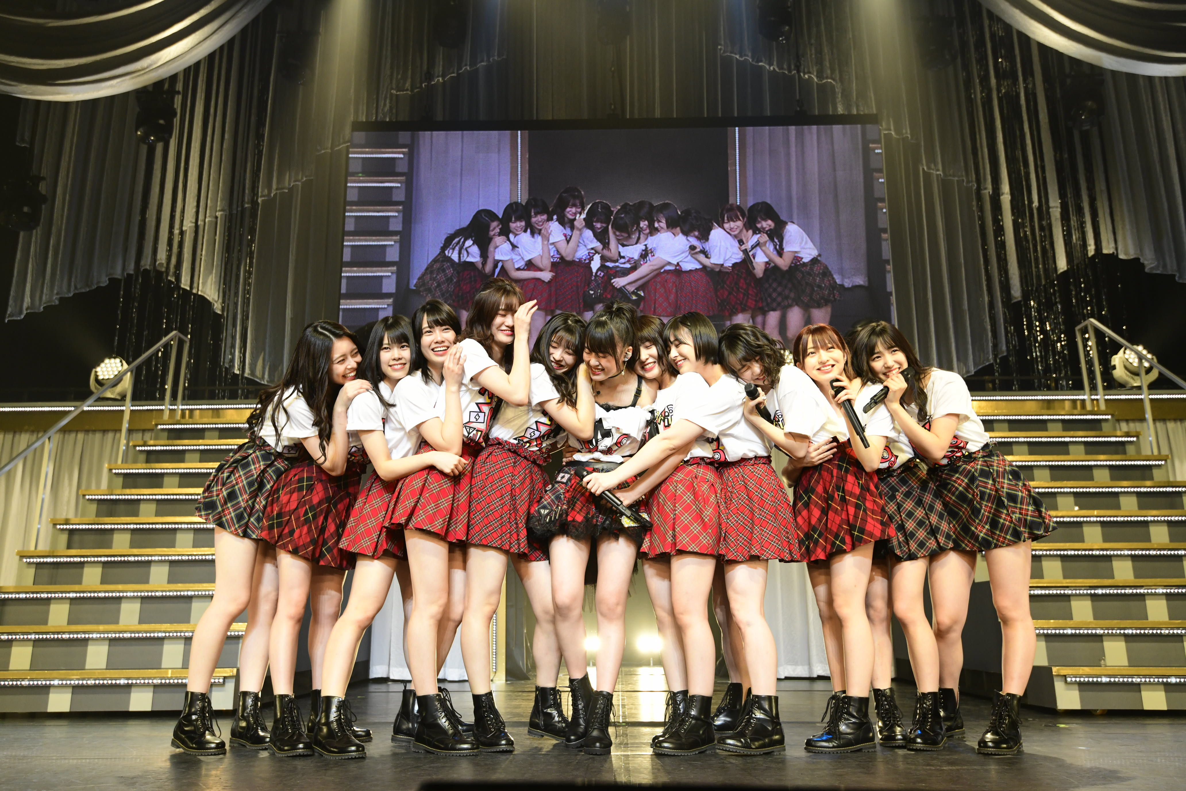 AKB48岡部麟、ソロコンサートに小嶋陽菜がサプライズ登場!【写真10枚】の画像008