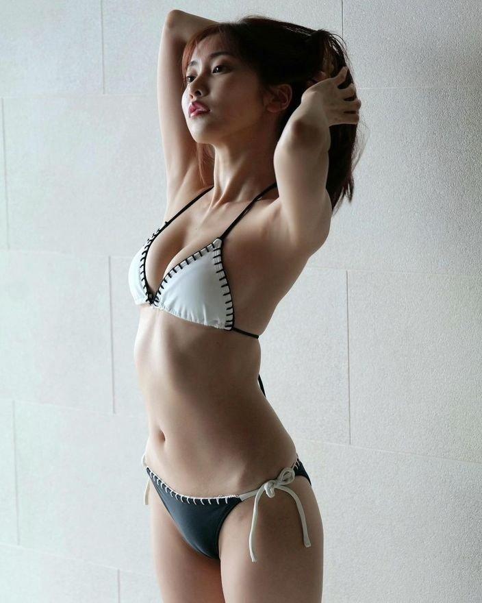 佐野ひなこ「おわん型美乳とくびれは絶品」女優、グラビア、モデルと多方面に魅せるマルチアイドル【画像5枚】の画像001