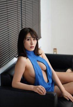 """""""過激グラドル""""金子智美「DTをオトすメガネ教師」例のセーターでイケない誘惑の画像"""