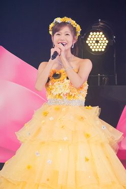 「谷川愛梨卒業コンサート~あなたは私の太陽でした~」での卒業ドレス姿(2019年12月19日) (c)NMB48