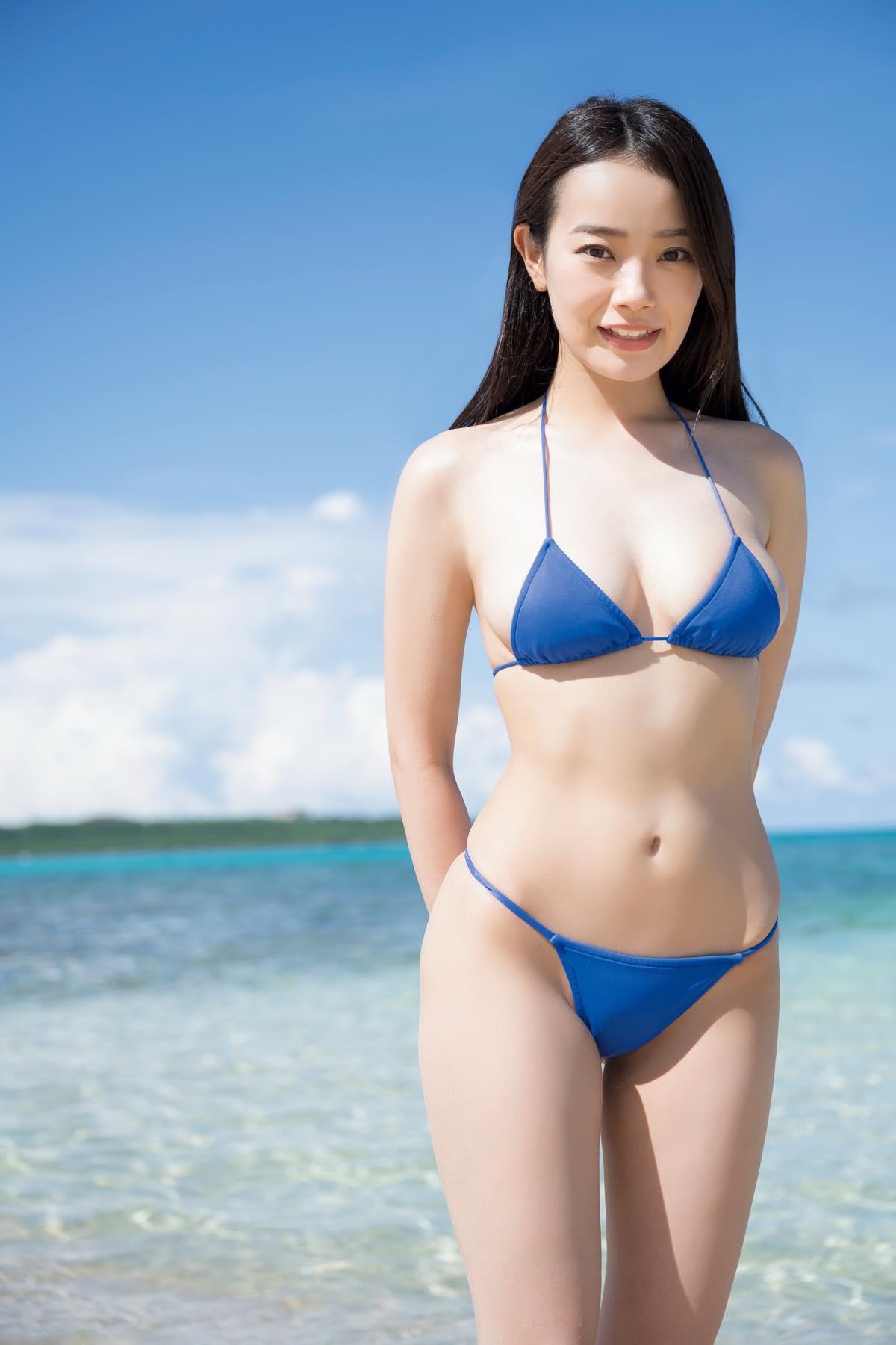 青科まき「美くびれボディ」を誇るネコ目娘がグラビアデビュー【写真9枚】の画像001